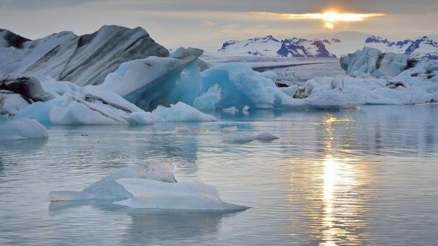北极理事会庆祝成立 25 周年